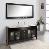 Vanità moderna della stanza da bagno del doppio bacino con lo specchio