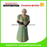 إمرأة في ثوب طويلة تمثال صغير خزفيّة لأنّ زخرفة حلية بينيّة