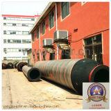 Soldat de marine adapté aux besoins du client draguant le tuyau de flottement conique