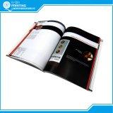 두꺼운 표지의 책과 완벽한 바인딩 카탈로그 책