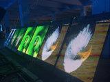 Visualizzazione di LED esterna di colore completo HD P5 per il bordo della strada che si leva in piedi Pali