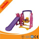 Скольжение малышей скольжения спортивной площадки безопасности пластичное