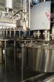 Três--Um Na linha de produção de enchimento do suco