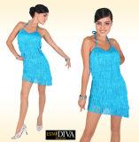 Os desempenhos Latin adultos novos da dança franjaram a saia fêmea do vestido