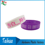 Wristband poco costoso su ordinazione del silicone con Thb-047