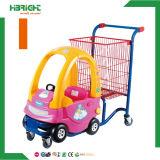 Supermarekt embroma la carretilla de las compras con el coche del juguete