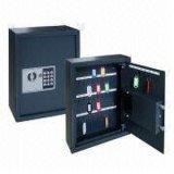 Casella sicura per la serratura chiave fissata al muro di obbligazione di memoria del supermercato