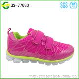 Zapatos al por mayor del rodillo para el cabrito de los deportes de la manera del cabrito del niño Wheely calza la zapatilla de deporte