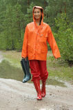 El juego rojo de la lluvia del poliester azul amarillo llueve los impermeables de las señoras de la ropa