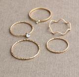 De eenvoudige Eenvoudige Juwelen van de Juwelen van de Manier van de Ring van het Metaal Gouden