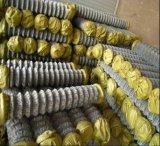 中国の製造者によって電流を通されるチェーン・リンクの塀または鎖の鉄条網か、またはチェーン金網