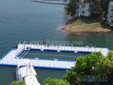 De Vlotter van het ponton zwemt Pool