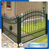 ゲートが付いている高品質の錬鉄の農場の塀