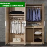 Vier Tür-hölzerne Korn-Panel-Garderobe