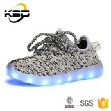 2016 pattini chiari unisex di Flyknit LED di spinta 560 di Yeezy delle donne dell'uomo dei pattini caldi di modo LED