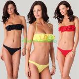 Frauenreizvolle Bandeau-Oberseite und Bikini