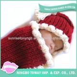 Mão macia do bebê de lãs da forma - camisola de confeção de malhas feita