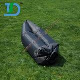 Schwarzes Nylonc$schlafenluft-Sofa der bananen-210t auf Wasser