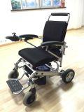 Poids léger pliant le fauteuil roulant électrique d'entraînement de 4 roues