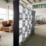 O carrinho de indicador moderno da feira profissional da cabine da exposição, estala acima a parede do contexto do indicador