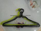 Покрынная любимчиком Chromed вешалка провода