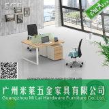 Muebles modernos elegantes del vector de la oficina con el pie de acero del escritorio