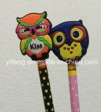 Colgantes suaves de los encantos de los primeros de la pluma/del lápiz del PVC con diseños modificados para requisitos particulares