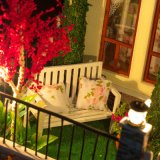 Grosses Puppe-Haus mit Möbeln und Zubehör