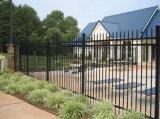 黒色火薬の上塗を施してある完全な溶接錬鉄の庭の塀