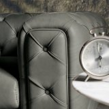 Sofá de couro moderno de Chesterfield na sala de visitas (L720-8-2)