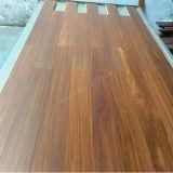 Mutiply a conçu le plancher en bois de Kaya Kuku avec le plancher normal de couleur de /Stain