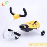 Capretti elettrici dei giocattoli che vanno alla deriva motorino affinchè capretti abbiano divertimento