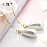 Madame pendante Fashion Jewelry de boucles d'oreille de baisse de forme de fleur de lacet de perle