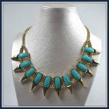 Talons acryliques de poste neuf de modèle avec le bijou élégant de collier de mode de point de lames