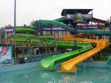 Diapositiva de agua espiral grande del parque del agua