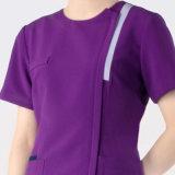 La chemise courte de couleurs de pourpre médicale frotte