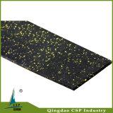 Het elastische RubberdieBroodje van de Gymnastiek van 6mm op Vloer wordt gebruikt