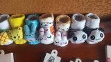 La Cina colpisce con forza l'immaginazione del cotone della fabbrica ed i calzini belli del bambino del tubo del fumetto