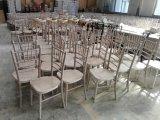 De goedkope Stoelen van Beechwood Limewash Chiavari met de Stootkussens van de Zetel