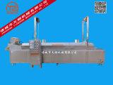 揚げられていた揚げ物、ポテトチップ、大豆の製品、自動揚がる機械