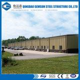 Entrepôt léger de structure métallique avec la grue