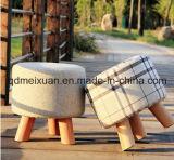A tela calç o tamborete com pés de madeira (M-X3064)
