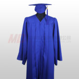 無光沢のロイヤルブルーの高校卒業の帽子のガウン