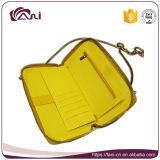 長い鎖の、卸し売りPUの女性の札入れが付いている明るく黄色いカラー女性札入れ