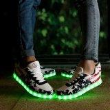 ダンスのためのクリスマスの女性そして人偶然LEDの軽い靴