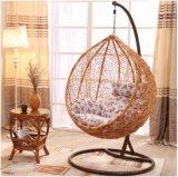 円形の藤が付いている現代余暇の柳細工の家具のハングの椅子