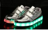 A sapata famosa do esporte com o diodo emissor de luz claro do baixo preço calç fabricantes das sapatilhas dos miúdos