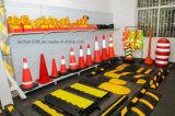 Белая пластичная баррикада для пользы дороги