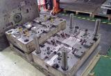 Modelagem por injeção da elevada precisão de China e grade plásticas do carro do molde