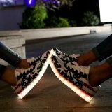 7つのカラーのTenisの多彩な靴LEDの11のモード性の特質を奪いなさい